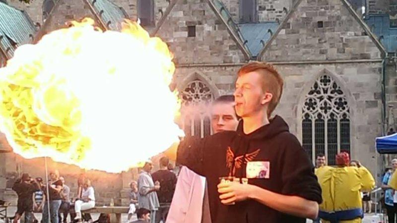 Ein Foto vom Feuerspuck-Workshop auf dem Danke-Tag 2014 in Hildesheim